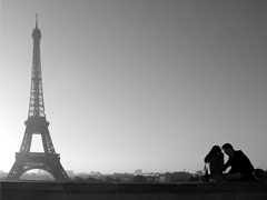 Lovers at Eiffel Tower